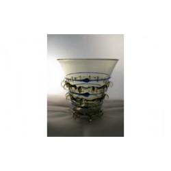 Petit verre à décor bleu 13-14ème S